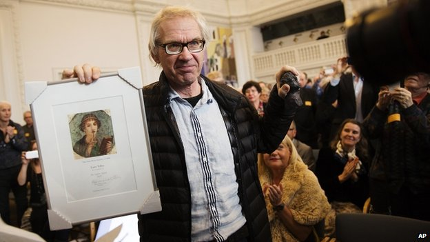 Lars Vilks receiving the Sapho award