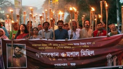 Activists protest against the killing of Bangladeshi blogger Ananta Bijoy Das in Dhaka (12 May 2015) The murders of the bloggers have triggered large scale protests across Bangladesh. Copyright BBC